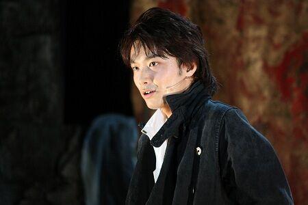 嘆き、憎しみ…井上芳雄が新境地を見せるミュージカル『ハムレット』