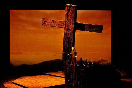 遠藤周作の名作を題材にした和製オペラ「沈黙」が新国立劇場で上演