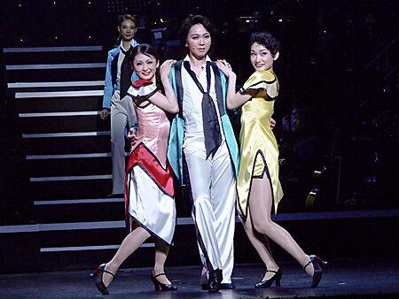 """""""ゴールデンコンビ""""も復活!宝塚歌劇OGによる豪華ダンスショーが開幕"""