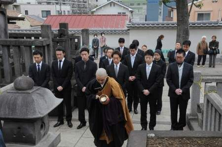 染五郎、亀治郎、獅童ら人気花形役者が忠臣蔵に挑戦!泉岳寺で舞台成功祈願