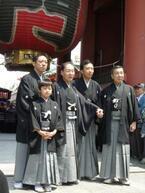 市川亀治郎と俳優・香川照之らが浅草寺でお練り