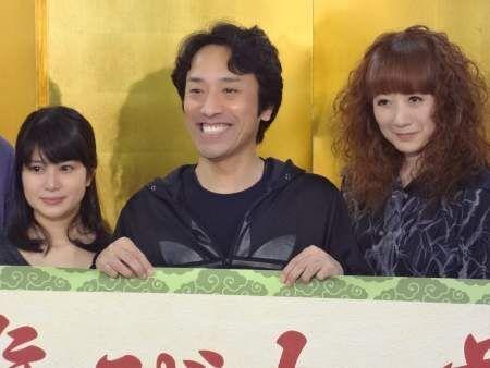 忍者と江戸時代版マジックが融合した舞台で、筧利夫の役者魂が爆発!