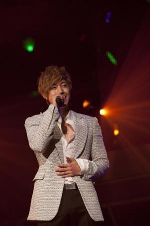キム・ヒョンジュン、DVD初登場1位! MJ以来の快挙&韓国ソロ歌手史上初