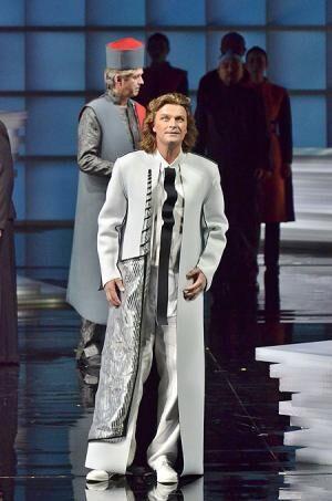 """当代随一の""""白鳥の騎士""""が降臨!新国立劇場オペラ「ローエングリン」開幕"""