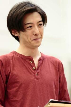 高橋一生が冷徹な笑みの似合う謎の男に挑戦! 『温室』の稽古場に潜入
