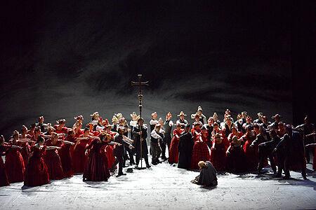 集団の狂気と個の対立を鋭くえぐる―ブリテンの傑作オペラ「ピーター・グライムズ」が新国立劇場で上演