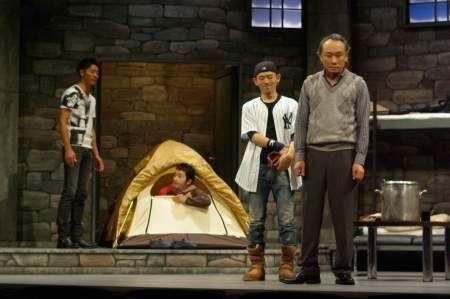 地球上に残されたのは7人の男女のみ! 西村雅彦の主演舞台が開幕
