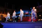 2AM、イクスピアリで新曲初披露。1200人がうっとり…