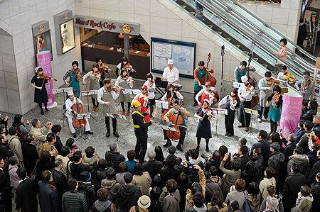 JR上野駅でオーケストラのフラッシュモブ! 東京・春・音楽祭がサプライズイベントを開催