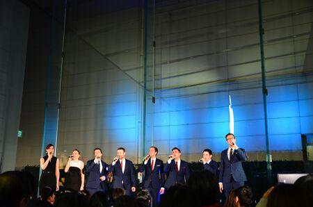 英ア・カペラ・グループが、アナ雪、山下達郎を歌う
