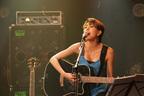 LOVE、デビュー9年目は弾き語りツアーで幕開け