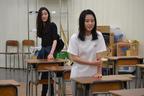 本広克行が、若き女優達と平田オリザの戯曲『転校生』上演