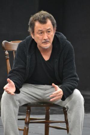 吉田鋼太郎が挑む長塚最新作は、破滅に向かう家族の物語