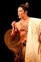 三島由紀夫の世界を鈴木亮平が肉体美で体現
