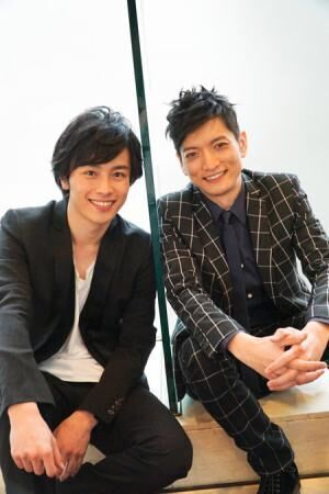(画像左から)鈴木勝吾、佐野大樹 撮影:源賀津己