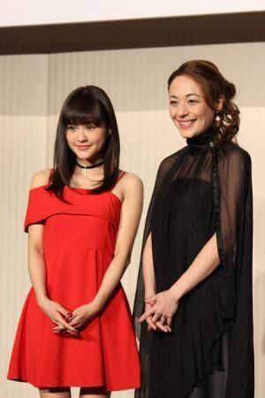 (画像左から)昆夏美、シルビア・グラブ