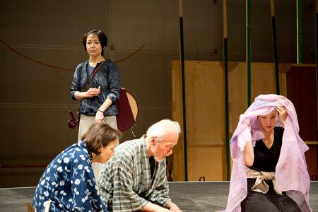 舞台『月・こうこう, 風・そうそう』 撮影:山田和幸
