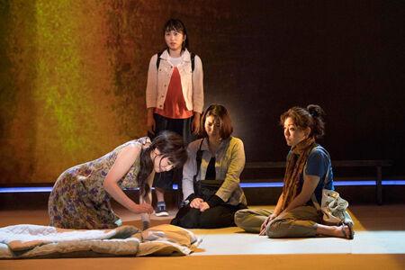 舞台『母と惑星について、および自転する女たちの記録』撮影:引地信彦