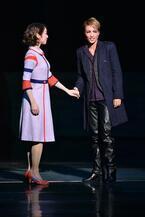 宝塚雪組、大人ムードの芝居&ホットなショーが開幕