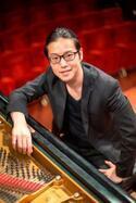今話題のピアニスト反田恭平が、ふたつの全国ツアーへ