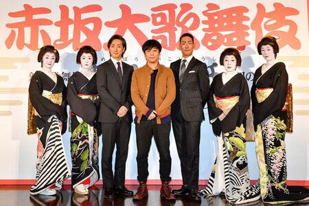 中央に蓬莱竜太、その右に中村勘九郎、左に中村七之助撮影:阿部章仁