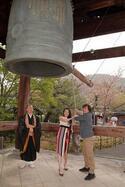 四季『ノートルダムの鐘』キャストが京都で成功祈願!