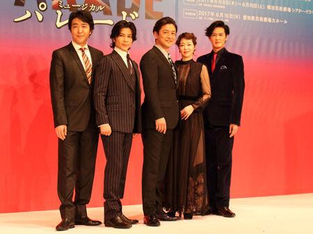 会見より。左から、石川禅、武田真治、石丸幹二、堀内敬子、新納慎也