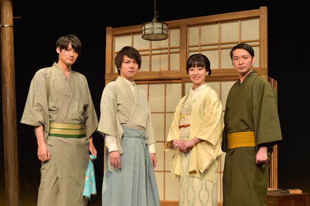 会見より。左から、寿里、平野良、帆風成海、今立進撮影:鏡田伸幸