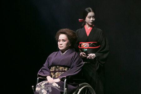 舞台『黒塚家の娘』撮影:加藤孝