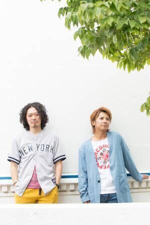(画像左から)丸尾丸一郎、松岡充 撮影:石阪大輔