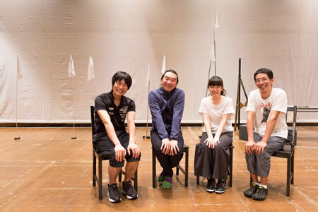 (画像左から)戸次重幸、池田鉄洋、小芝風花、野間口徹撮影:岡千里