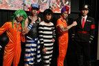 カラフルな囚人たちが歌い踊る「ナンバカ」過激に開幕!!