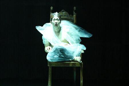 舞台「リチャード三世」より。佐々木蔵之介撮影:田中亜紀