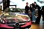 メルセデス・ベンツで文楽のラッピングカーが展示!