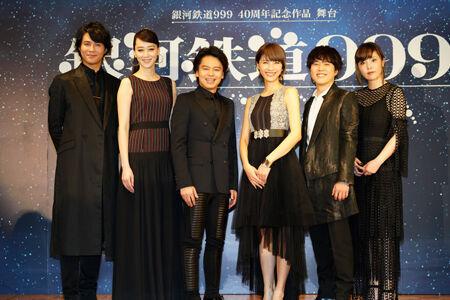 制作発表記者会見の模様(画像左から)平方元基、凰稀かなめ、中川晃教、ハルカ、入野自由、矢沢洋子撮影:源賀津己