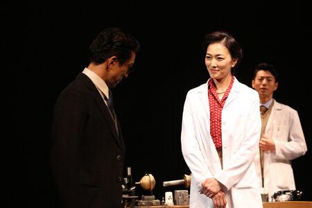 舞台『PHOTOGRAPH 51』より 撮影:花井智子