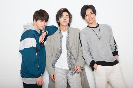 (画像左から)西銘駿、飯島寛騎、栗山航撮影:石阪大輔