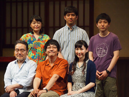 (前列左から)岩松了、大森南朋、麻生久美子 (後列左から)池津祥子、三浦貴大、森優作