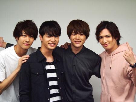 (画像左から)小坂涼太郎、中村優一、遊馬晃祐、小波津亜廉
