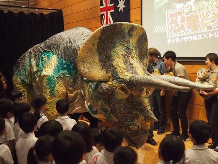 「恐竜どうぶつ園2018~Erth's Dinosaur Zoo~ ティラノサウルス×トリケラトプスの戦い?!」会見の模様