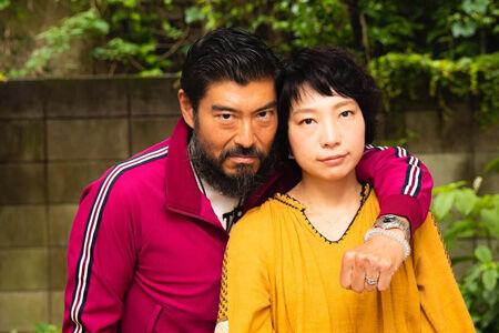 (画像左から)高嶋政宏、菜月チョビ