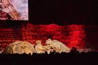 リアルなティラノサウルスが客席で大暴れ!学んで楽しむ恐竜ライブショー