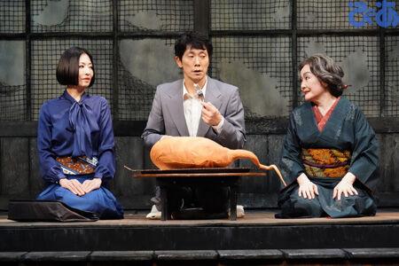 左から松雪泰子、佐々木蔵之介、白石加代子撮影:田中亜紀