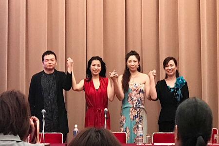 (画像左から)クリプトン 佐々木氏、川井郁子氏、石娟氏、 華宇創意 鄭宇氏