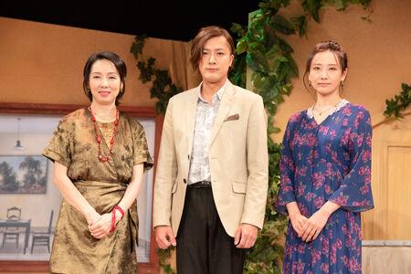 「まさに世界の終わり」東京公演プレスコールより (画像左から)那須佐代子、内博貴、大空ゆうひ撮影:川野結李歌