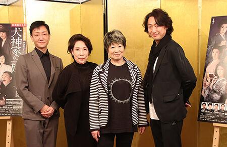 左から、河合雪之丞、波乃久里子、水谷八重子、喜多村緑郎