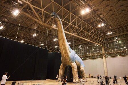実物大!迫力のブラキオザウルスが新登場!人気恐竜ライブショーが再び!