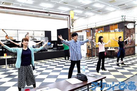 稲垣吾郎がタップダンスに挑戦!主演舞台の「ショウタイム」は見どころ満載