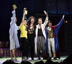 """シェイクスピアが最新鋭の""""攻めた""""ミュージカルに!『ラヴズ・レイバーズ・ロスト』開幕"""