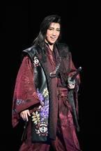 宝塚宙組、和洋融合の意欲作とアダルトなショー開幕!